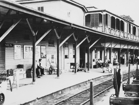 Cairns_Station_Platform_and_Track_c1920